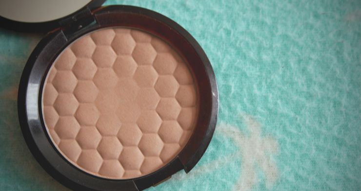 find here the best bronzer for olive skin